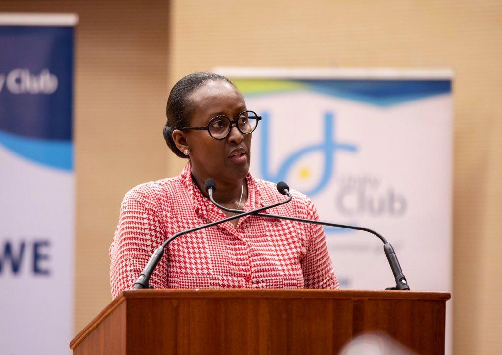 Madamu Jeannette Kagame yasoje ubutumwa bwe asaba abanyamuryango ba @UnityClubRw #Intwararumuri gukomeza gutwara neza urumuri, ngo Abanyarwanda barubone, barukunde kandi barukurikire.