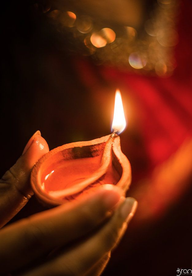 Do you know why we Light up Diya? Do you know adhyatmik and Dharmik reasons behind this?  Everyday is begin with Diyas. Diyas  emit positive waves which clears all the negativite energy around us.