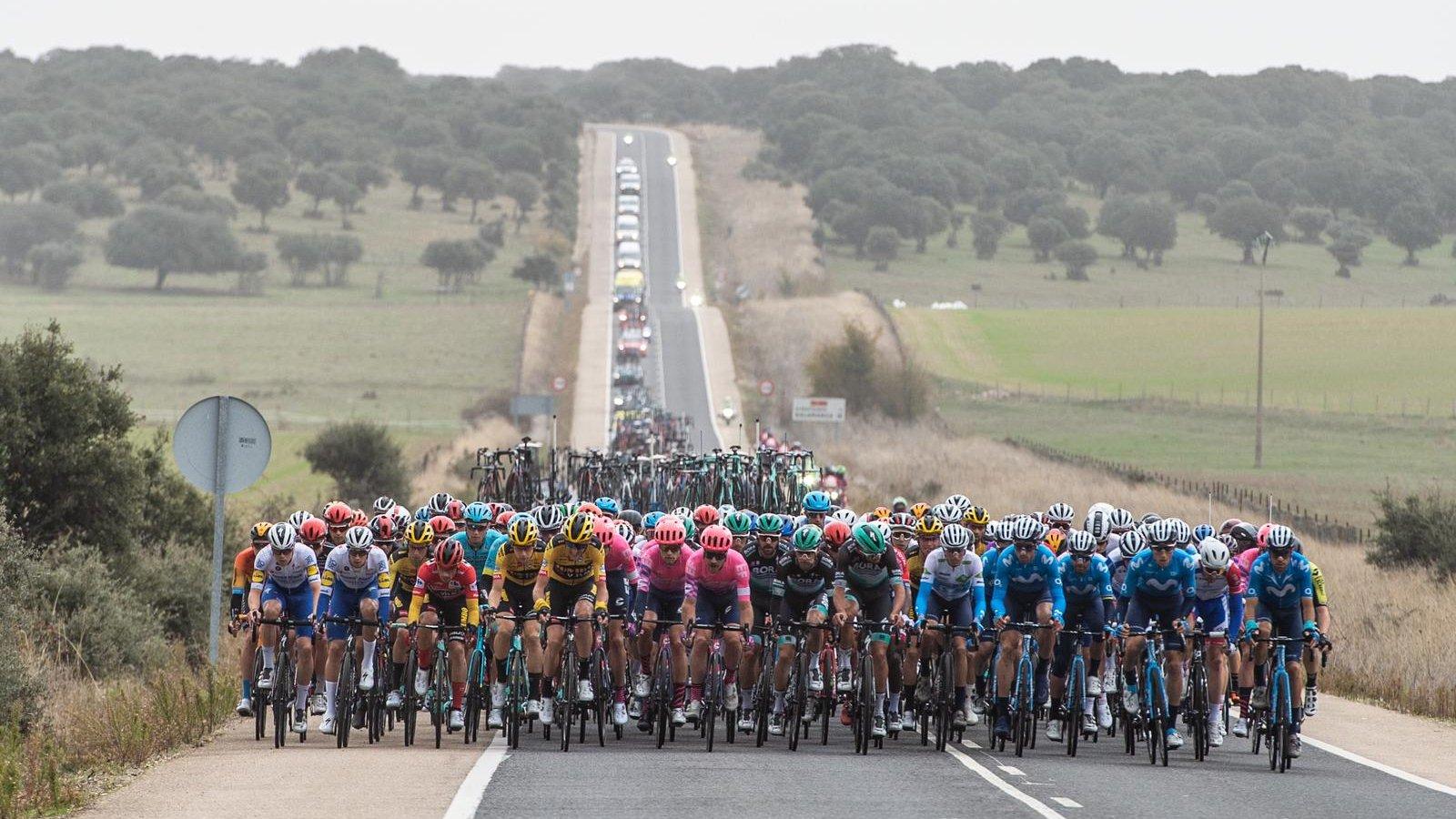 El pelotón en la etapa 16 de La Vuelta 20