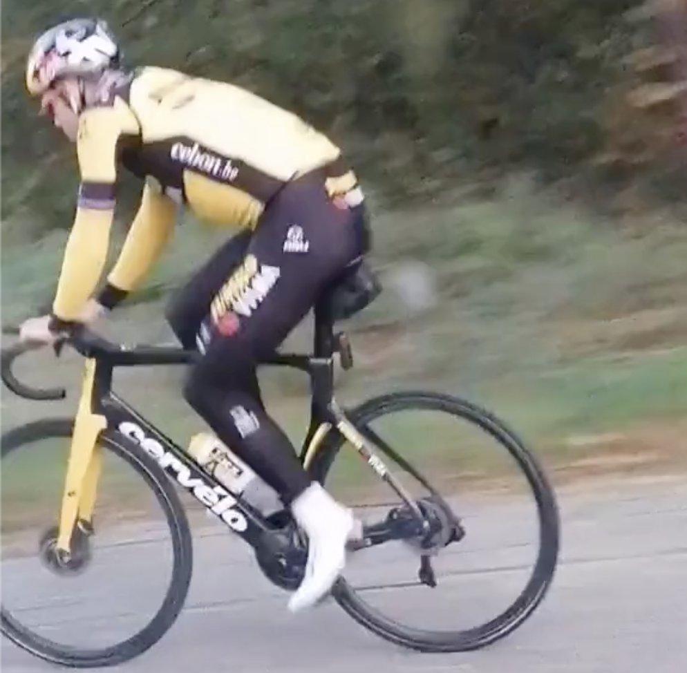 📷 Wout van Aert gespot op zijn nieuwe fiets