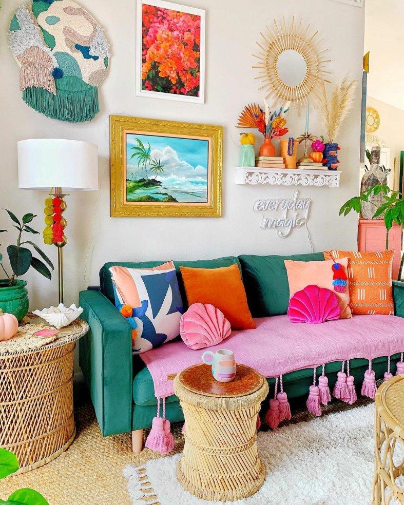Weekend decor inspo @sare_xo_home ❤👀🌈😊 . #colorfulhome #jungalowstyle #tropicaldecor #houseplantclub #boldbohemians #sassyhomestyle #83oranges #indoorjungle #homeinspo #styleithappy #bohohome #apartmenttherapy #pocketofmyhome  #bohointeriors #housebeautiful #interior123 https://t.co/pPpF25UDqZ