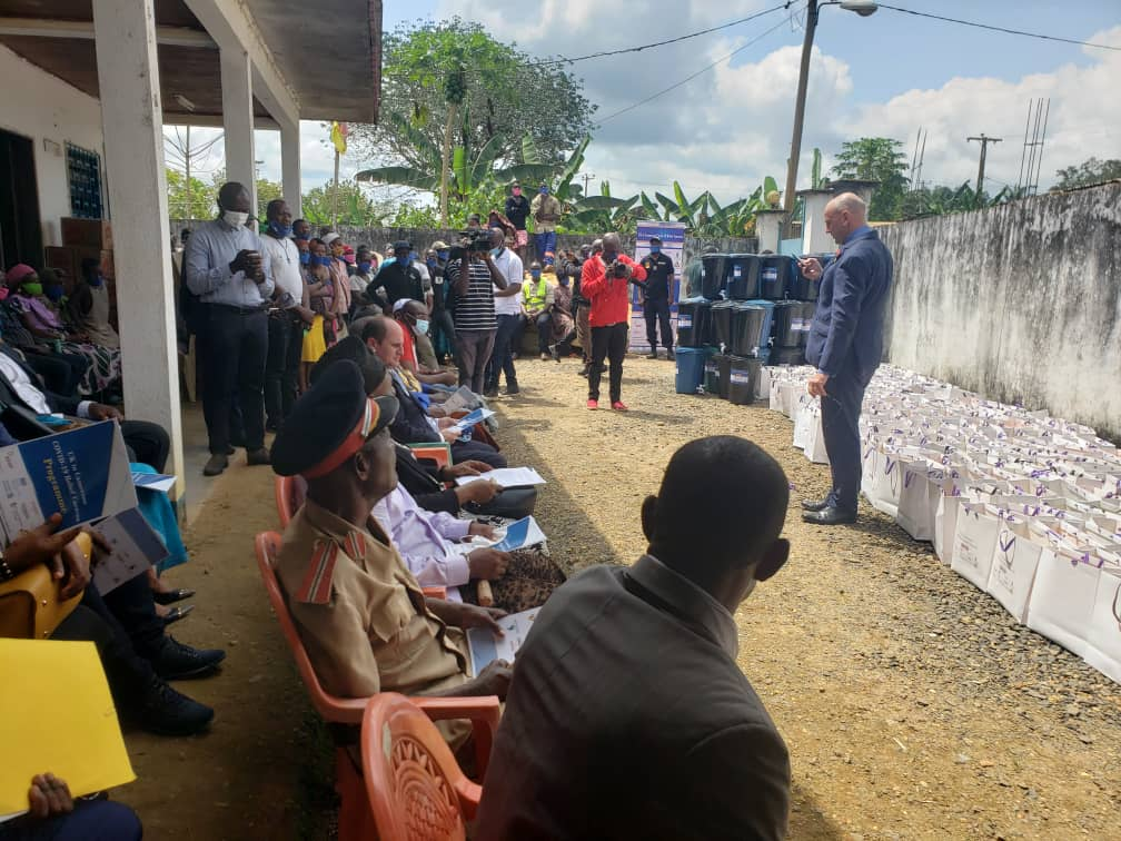 @UKinCameroon #COVID19   Relief Caravan hits the road to #Douala with the distribution of hygiene supplies at #Tonde village, PK30. Local traditional rulers, health authorities and population were on hand to receive donations from @RowanLaxtonFCDO & the British business community https://t.co/0eK7DnCHQd