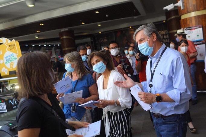 Junto a las subsecretarías @katymartorell, @pdazan  y las concejalas @PaulaPhillipsLB  y @Tere_Urrutia, estuvimos entregando folletos de prevención y autocuidado, y haciendo PCR gratuito a nuestros vecinos.  El llamado es a cuidarse, pues el virus no se ha ido.  #LiraTeCuida https://t.co/WINtKx27hh