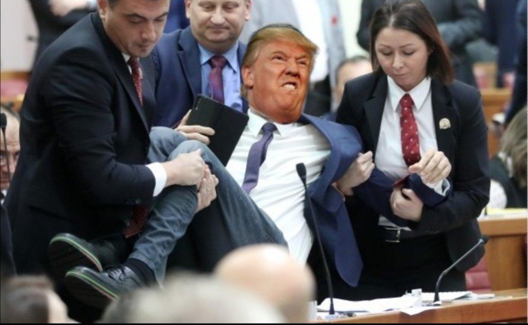 EmP 6X7W8AYYAaX?format=jpg&name=medium - Trump loses his shit