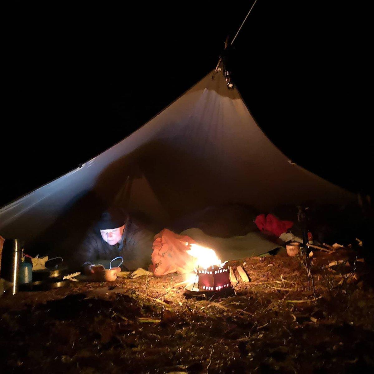 #Luonto on pop! Tänään kiva 1,5 #rogain Siikajärvellä, pulahdus siihen samaan ja yöpyminen #nuuksio'ssa ja #risukeitin luo tunnelmaa. Mukana @SahlstromTeija  #nuuksionationalpark #kivakeli #syksy #autumn #camping #retkeily #hiking #orienteering #Suunnistu #nature  #naturepicture https://t.co/ZueWTekzcX