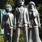 『進撃の巨人』とダムがコラボ。「進撃の巨人in日田・大山ダム」ダムから巨人が覗いてるのかと思いきや、違う方だった。