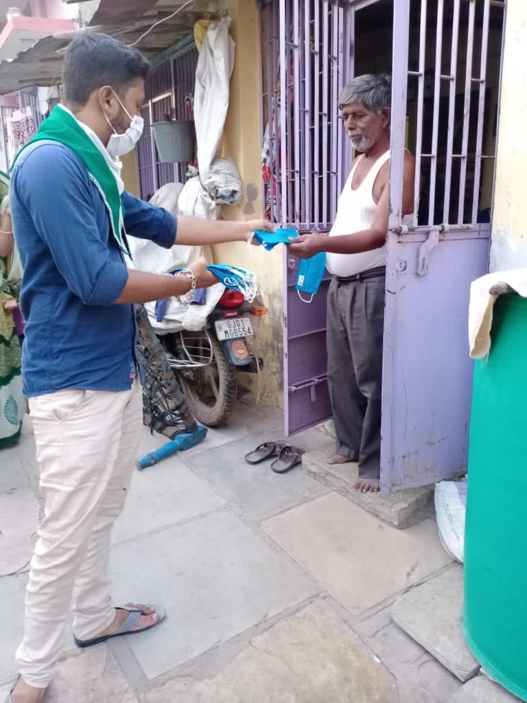 Jan Andolan distribution of masks by NSS unit of HK Arts College Ahmedabad #unitetofightcorona  @pibyas  @_NSSIndia  @PMOIndia @RijijuOffice  @YASMinistry @mygovindia