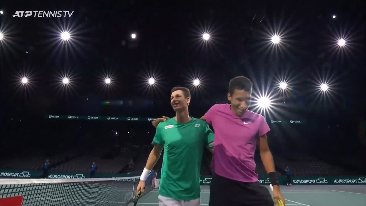 Hubelix Happiness 🤗  @felixtennis   @HubertHurkacz   #RolexParisMasters   🎥: @TennisTV   https://t.co/30NJjzzDSC