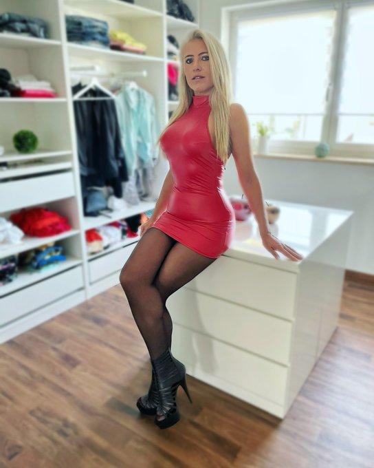 ❤️ Lady in Red ❤️ Ich hoffe ihr hattet alle ein entspanntes Wochenende und wünsche euch noch einen schönen