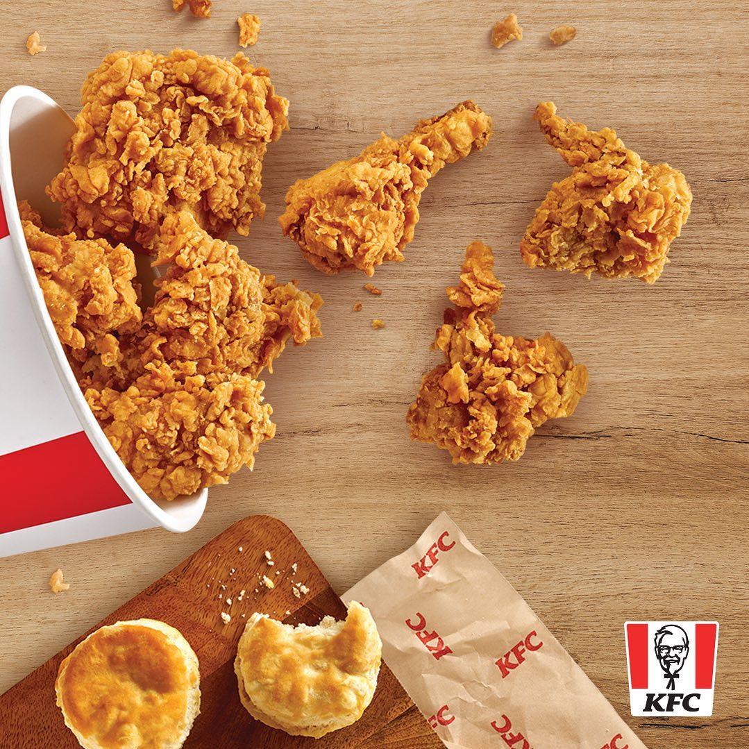 Extra Crispy + Biscuits = 😍  Dale me gusta ❤️ si eres de los que aman esta combinación de #KFC https://t.co/Gqlk5ZDqQP