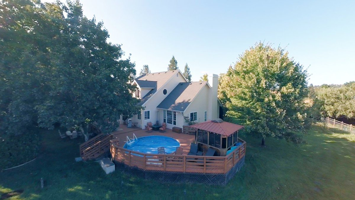 2126 Sleepy Hollow Loop Grants Pass Oregon. Watch our video tour of this #horse lovers Paradise in #SouthernOregon.  # Realestate #ranch  https://t.co/I6dujH0wPv