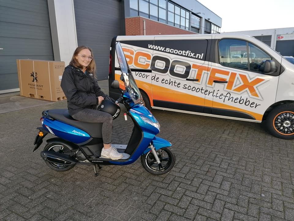 test Twitter Media - Afgelopen vrijdag hebben wij onze 3e, splinternieuwe Peugeot Kisbee RS les-scooter in gebruik genomen. Deze comfortabele en sportieve scooter is ideaal voor de rijlessen #AM2 https://t.co/0stTji2O9k