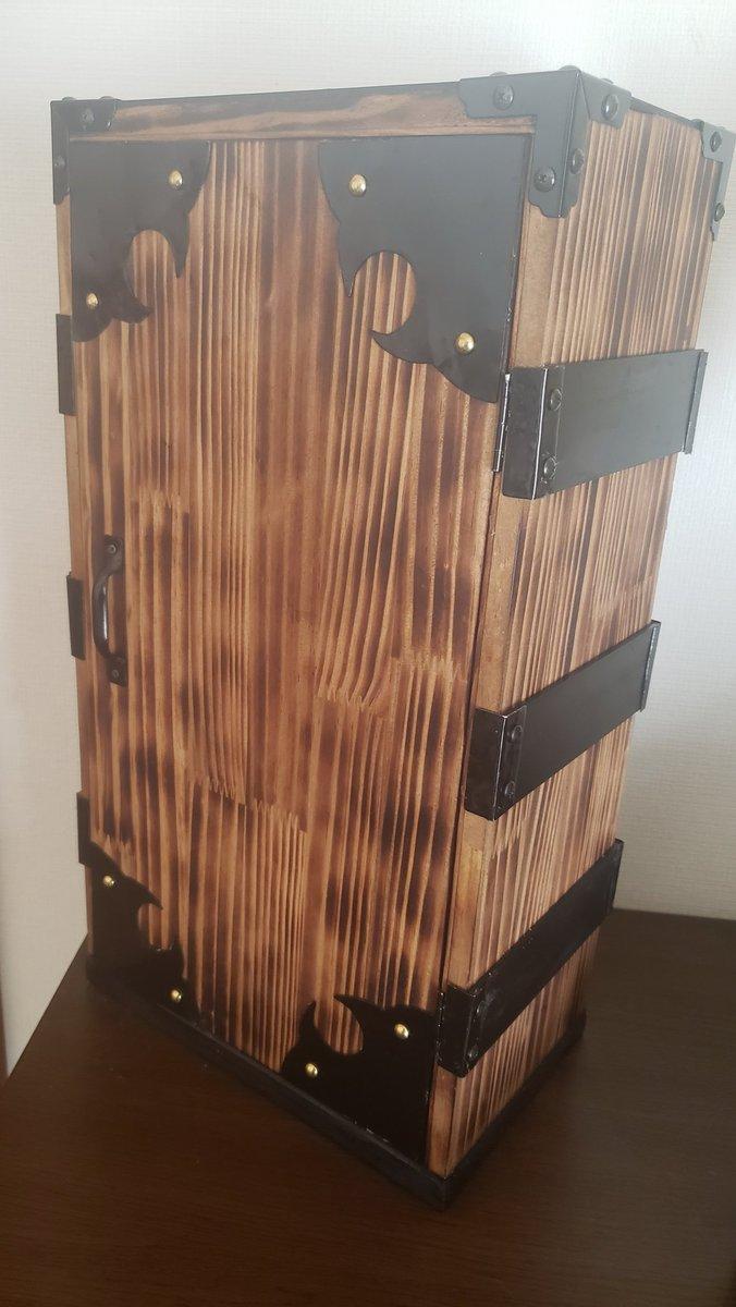 推主做了個禰豆子的木箱來放《鬼滅之刃》的漫畫 EmWK4hdU8AIh6Q1