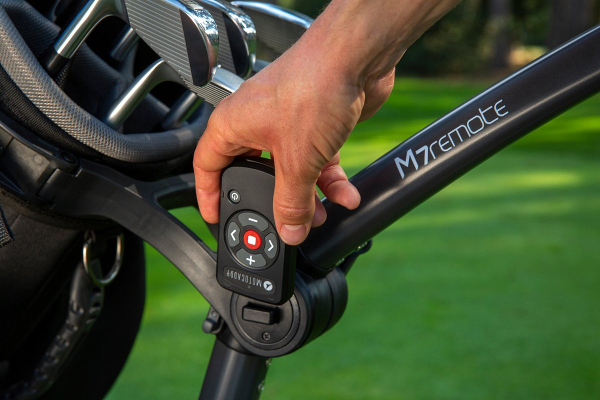 The M7 REMOTE features a new ergonomic handset that can be conveniently stored on the trolley frame 💡