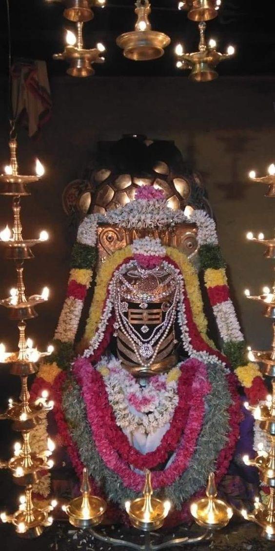 Photo Credit: Nalayni 121 from Pinterest ( https://t.co/gyqqKlovY3 ) May Lord Shiva bless all of us 🤗. #namastegod #shiva #lordshiva #kedarnath #kashi #hindu #haraharamahadev #mahadev_har #jyotirlinga #linga #somanath #somnath #mallikarjuna #mahakaleshwar #omkareshwar https://t.co/oxd6xPY67A