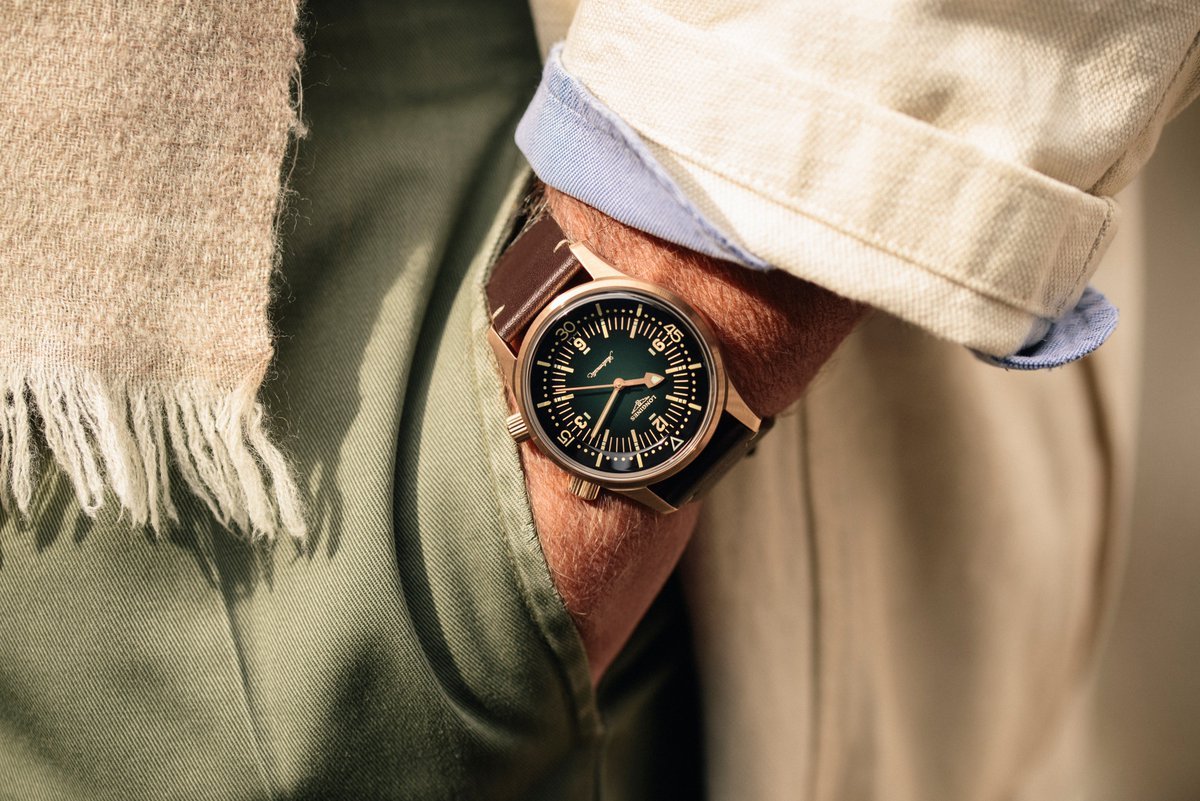The Longines #LegendDiver Watch goes bronze. #EleganceisanAttitude  https://t.co/4OECSNFtNz https://t.co/Z1osJR0UDK