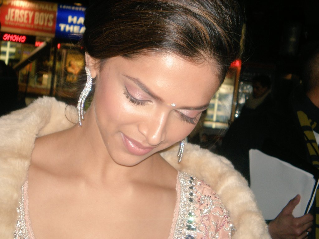 #13YearsOfDeepikaPadukone - Congratulations @DeepikaPadukone - so many memories - starting with the CC2C London Premiere - the 2nd time DP attended a Leicester Square Premiere in London for one of her films, which is HUGE. Her first Premiere here was for #OmShantiOm