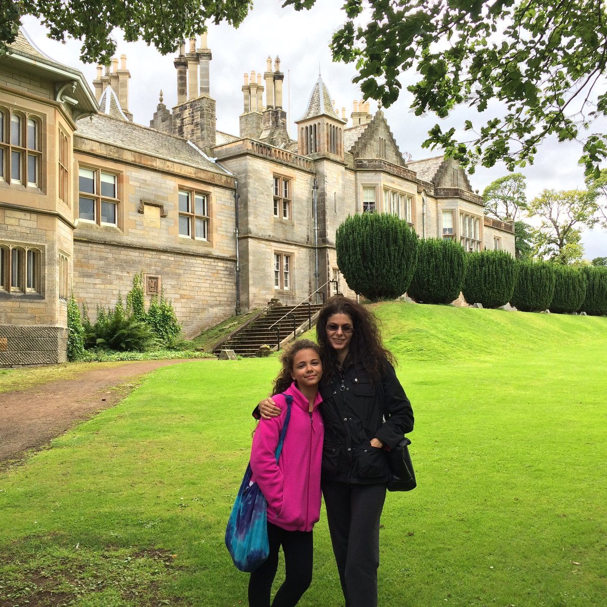 @zoeyfyi p.s. i LOVE #Edinburgh Visited in '16. with my daughter. Soooo gorgeous there. LOVE #LauristonCastle +++ (just a quick note: our .info site is only for USA but our .com site is international) #StaySafe ! xox