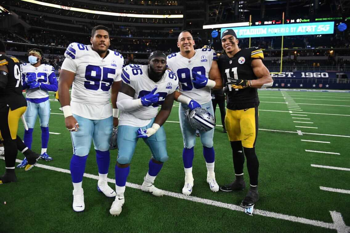 You absolutely LOVE to see it. 🇨🇦✊  Canadians @eliankou, @Path2Greatwork, @TCrawford98 and @ChaseClaypool after Sunday's game. 🤗