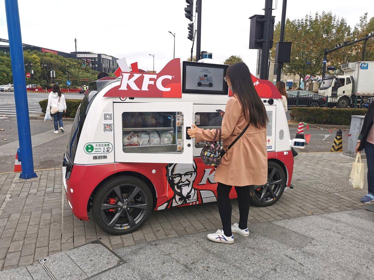KFCの無人販売車があった。