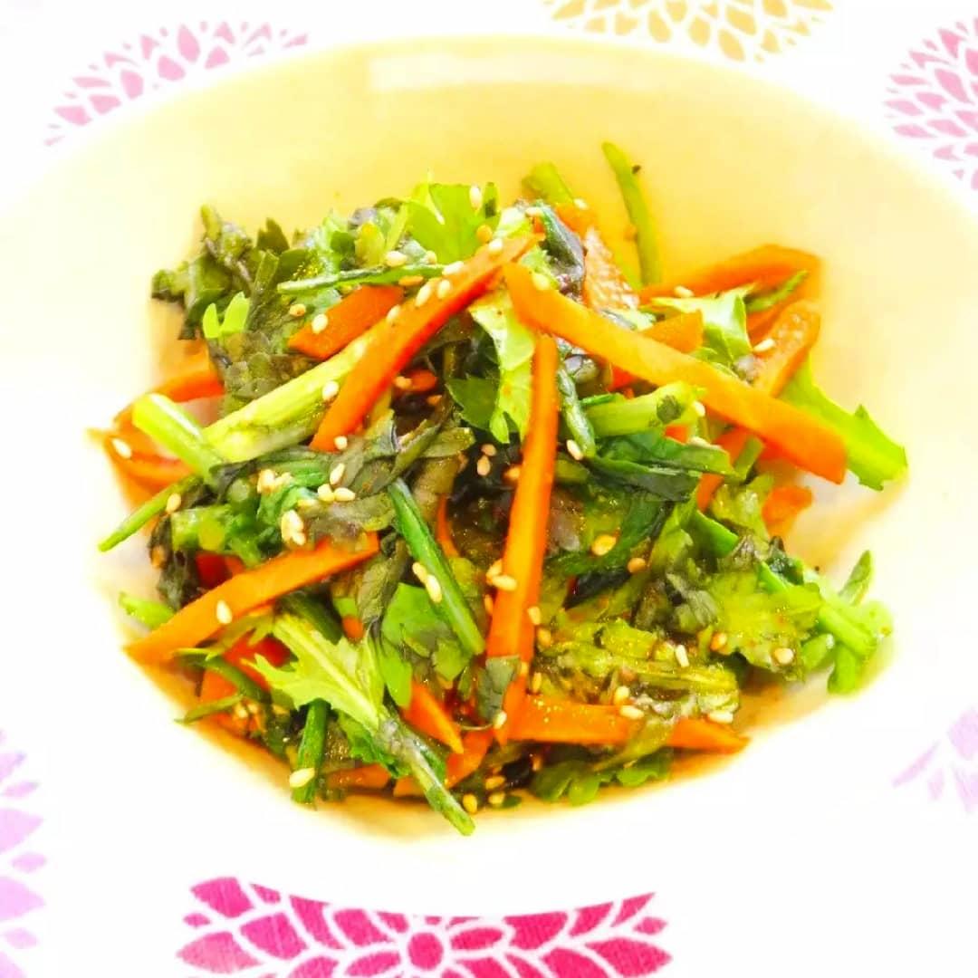 クックパッドで公開している私のレシピをご紹介♪☺レンジで簡単♪春菊と人参の韓国風和え物 by hirokoh レンジで簡単に作れます😃#料理好きな人と繋がりたい#Twitter家庭料理部 #お腹ペコリン部#おうちごはん #クックパッド #cookpad  #YouTube#お弁当#あさイチ