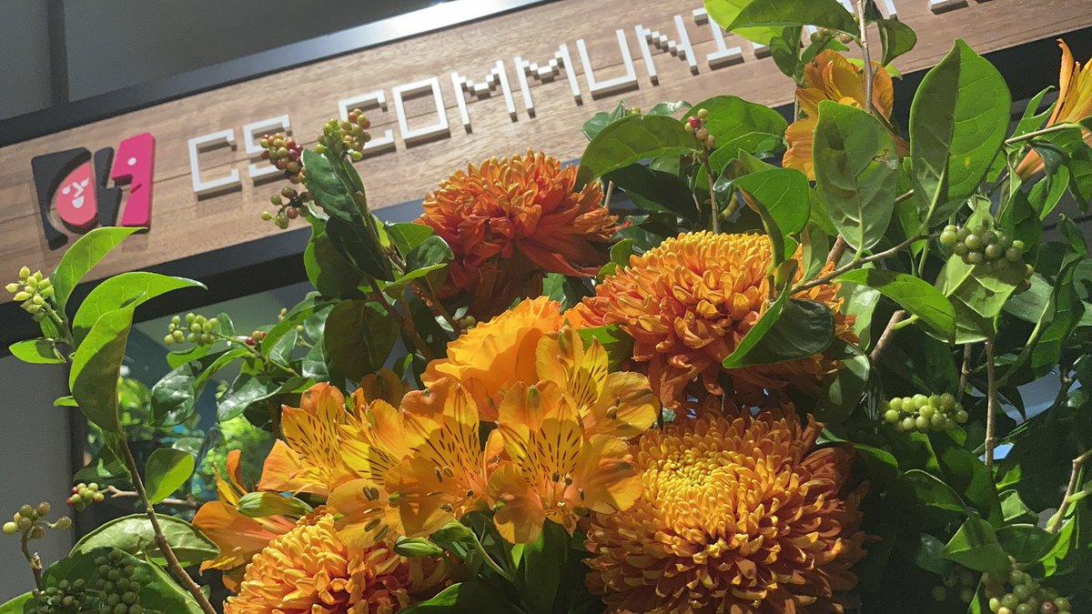 お昼ですね♪ 今週のお花です。いい香り🧡オレンジが眩しい!#it #ネットワーク #インフラエンジニア #就活 #新卒 #中途採用 #求人 #誠実な人求む