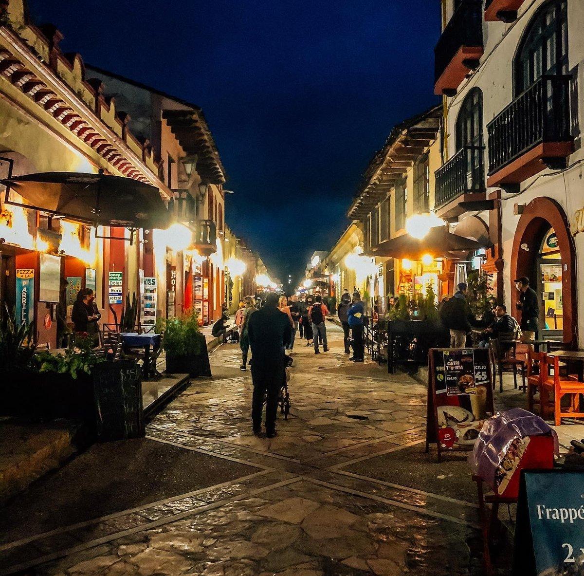 """Sobre la marcha... on Twitter: """"Esto es México…. Noche mágica en San  Cristobal de las Casas. Chiapas.… """""""