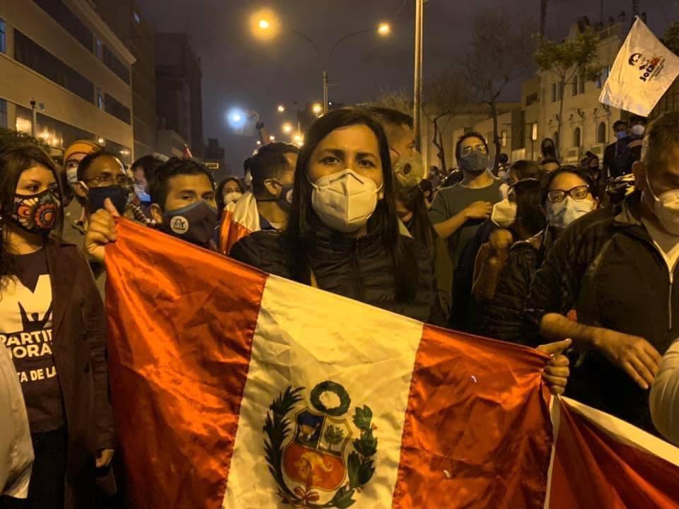 Hagamos oír nuestras voces por diferentes medios ante esta crisis. Estuvimos hoy junto al Partido Morado en la plaza San Martín mostrando nuestro rechazo frente al accionar de este Congreso porque al Perú se le defiende. #CongresoVergüenzaNacional