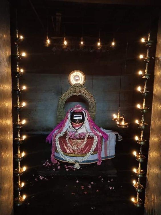 Photo Credit: Muralidharanm Murugappan from Pinterest ( https://t.co/zLhp1VasuL ) May Lord Shiva bless all of us 🤗. #namastegod #shiva #lordshiva #kedarnath #kashi #hindu #haraharamahadev #mahadev_har #jyotirlinga #linga #somanath #somnath #mallikarjuna #mahakaleshwar https://t.co/HH36Obx9iI