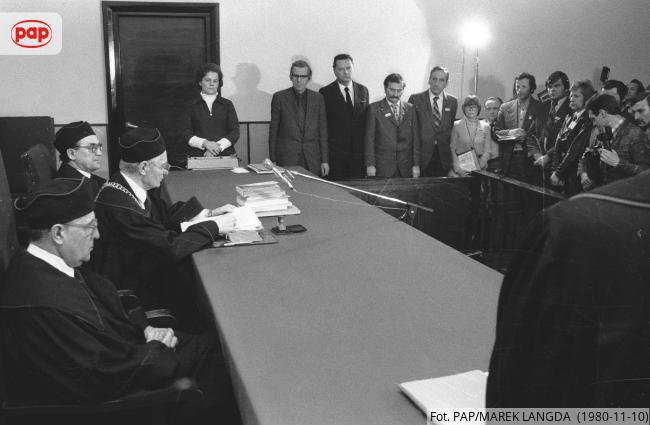 Ohne #Solidarność 🇵🇱✌️kein #Mauerfall.  Gestern feierten wir den 31. Jahrestag des Mauerfalls, heute vor 40 Jahren, am 10. November 1980 wurde die 🇵🇱Gewerkschaft #Solidarność vom Obersten Gerichtshof offiziell registriert.   #Solidarność40 inspirierte ganz Mittel- und Osteuropa🕊️