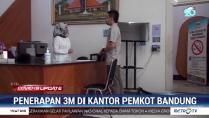 #Covid19UpdateMetroTV Untiuk mencagah penularan COVID-19 dan klaster baru. Pemerintah kota Bandung menerapkan protokol kesehatan ketat di lingkungan kerja Pemkot Bandung. ASN diwajibkan menerapkan prokes 3M baik di dalam ruangan maupun di luar ruangan.