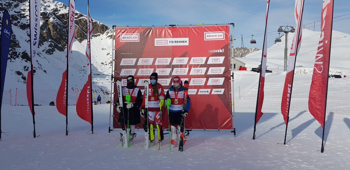 Der erste nationale Alpin-Meistertitel 2020 ist vergeben: Im Slalom der Frauen holt Amélie #Klopfenstein an den https://t.co/jfoxG5CGU6 Schweizer Meisterschaften vor Eliane #Christen und Selina #Gadient Gold. https://t.co/wG9yjeXZGo  #swissskiteam #schweizermeisterschaften https://t.co/i0pkKROnhx
