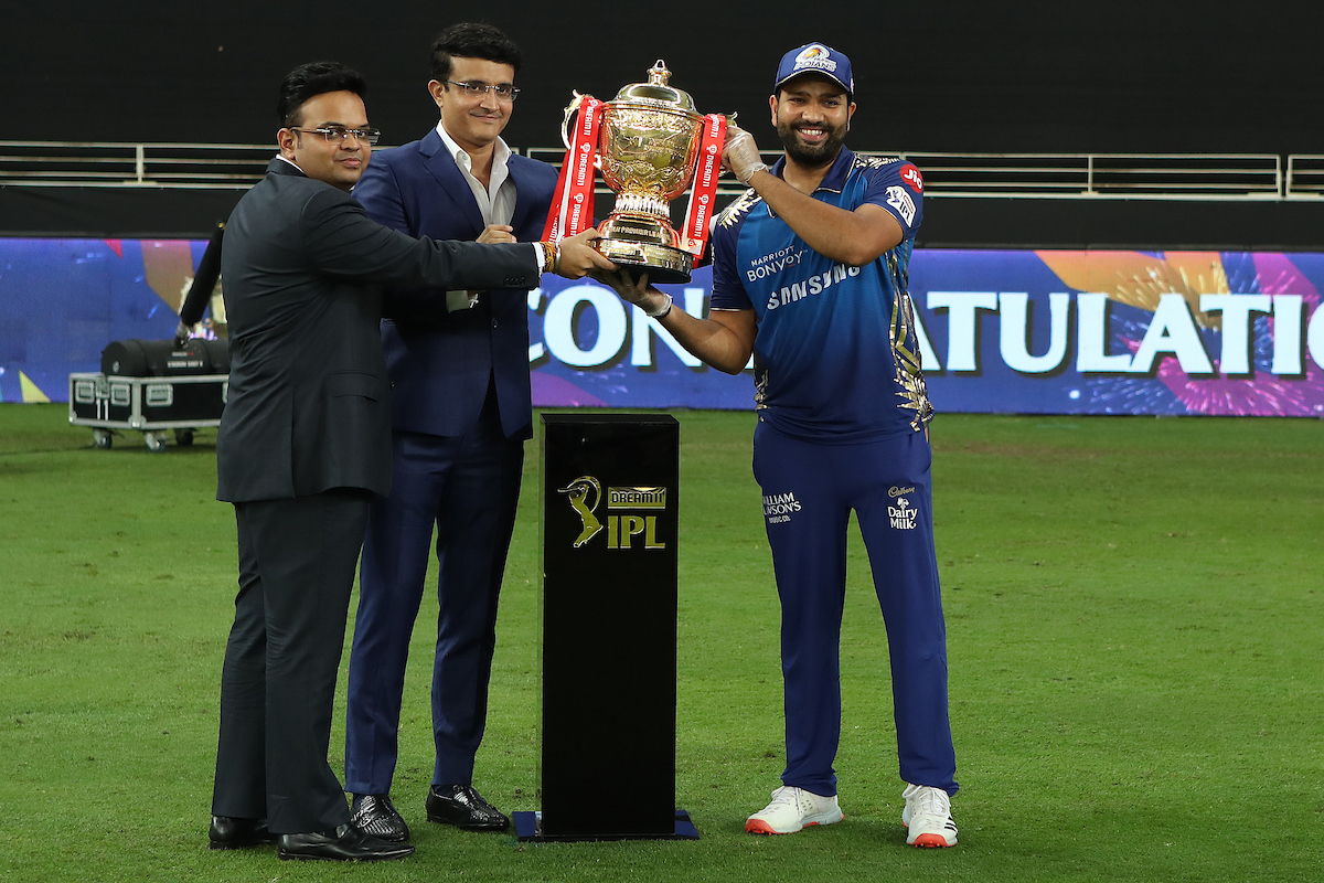.@ImRo45 lifting the IPL trophy for the FIFTH time for #MumbaiIndians   #Dream11IPL #Final