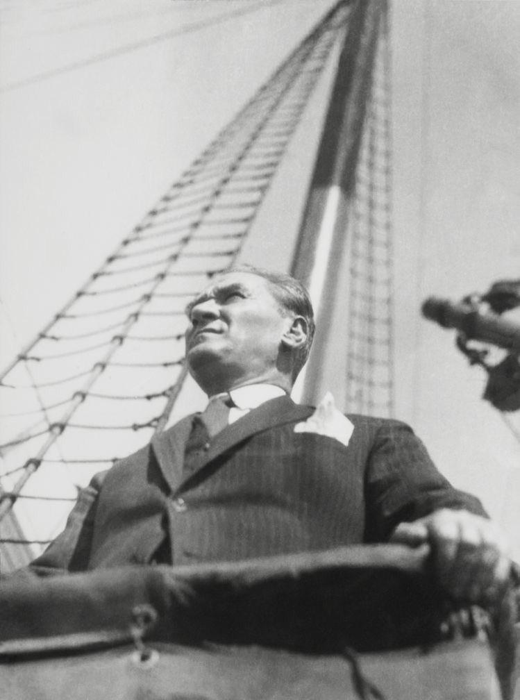Yol belli, iz bellidir; #AtatürkTürkiyedir https://t.co/VDGcGTwbvO