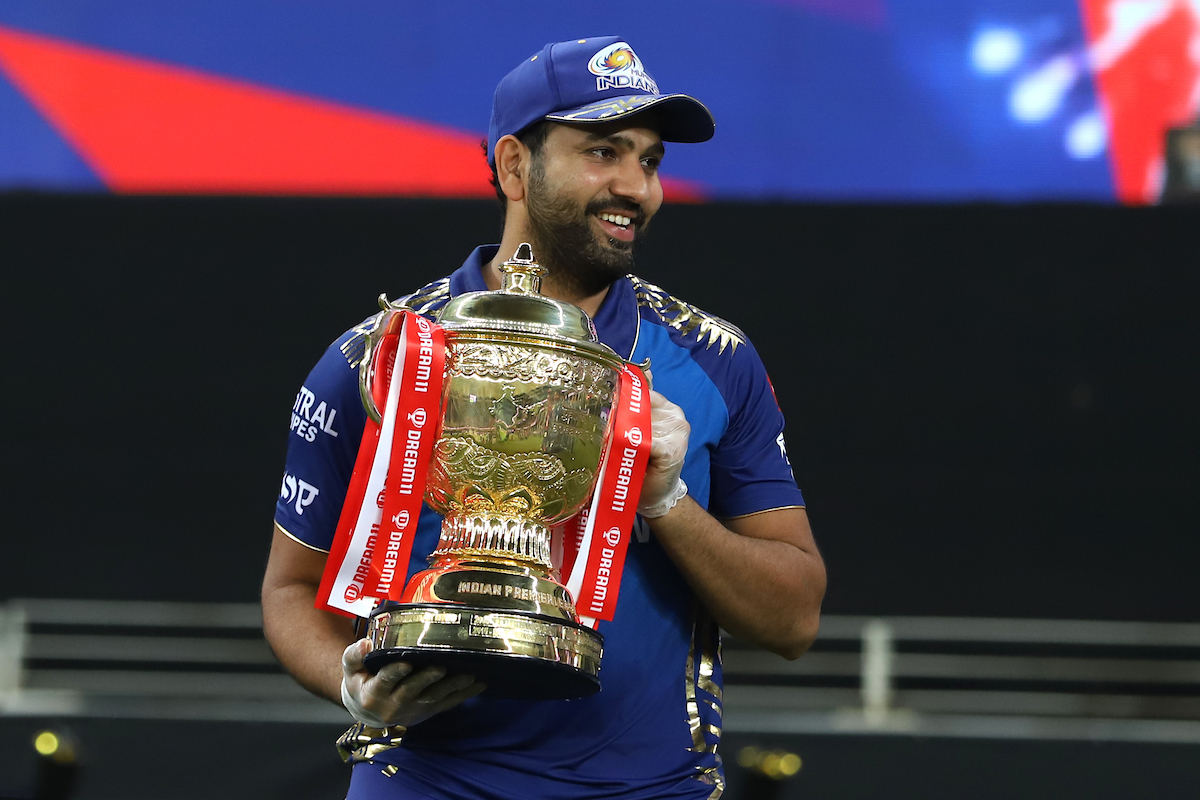 The only team and the captain to win 5⃣ IPL titles 🔝👌  Congratulations to @mipaltan and @ImRo45  👊💪  #Dream11IPL