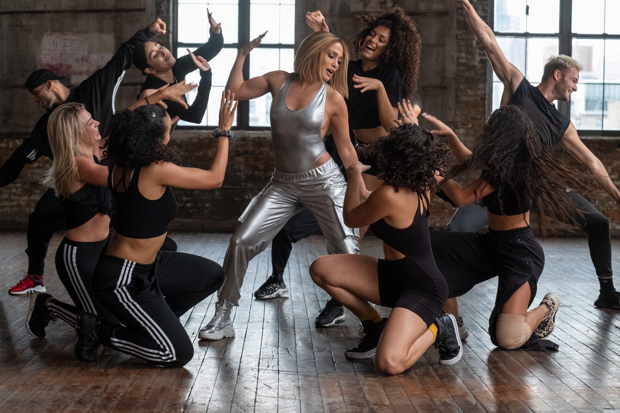 Jennifer Lopez - Σελίδα 49 EmhVXxsXIAMD8IW?format=jpg&name=large