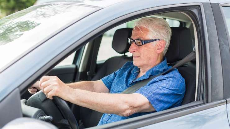 World War II Hero Cursed Out For Driving Speed Limit https://t.co/Wj01WTuuSN https://t.co/aMFmUBD0Gs