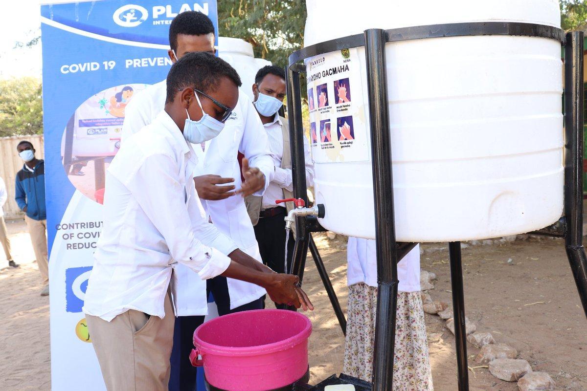students go and wash their hands with soap and water, here hygiene promoters are making sure to show students the proper way of handwashing Thanks, @PlanUK  for the funding.  #planinternational  @decappeal #decappeal #StaySafe #handwashing #SocialDistancing #facemask #stayallert.