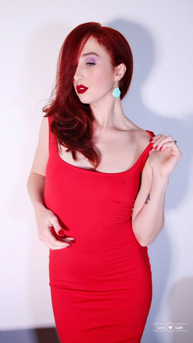 New #jessicarabbit #stripteasee free to all subscribers on my #onlyfans I can't help it, I'm just drawn