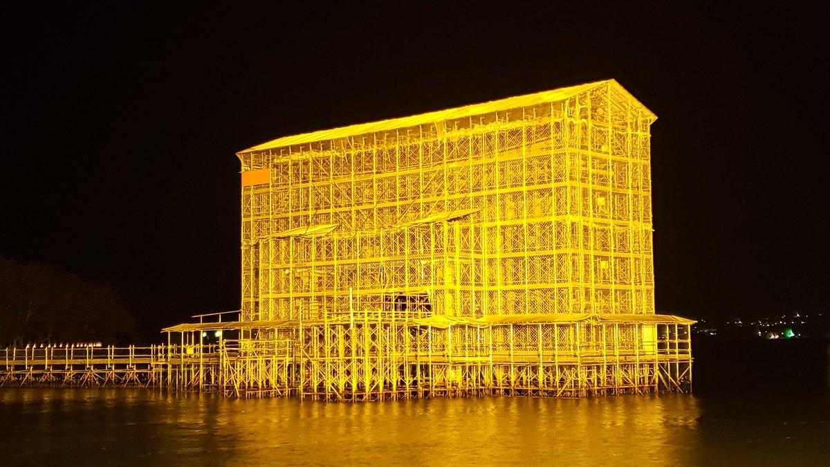 宮島・厳島神社の大鳥居修繕中のライトアップ。コレを撮りたいがためにココに来た!!