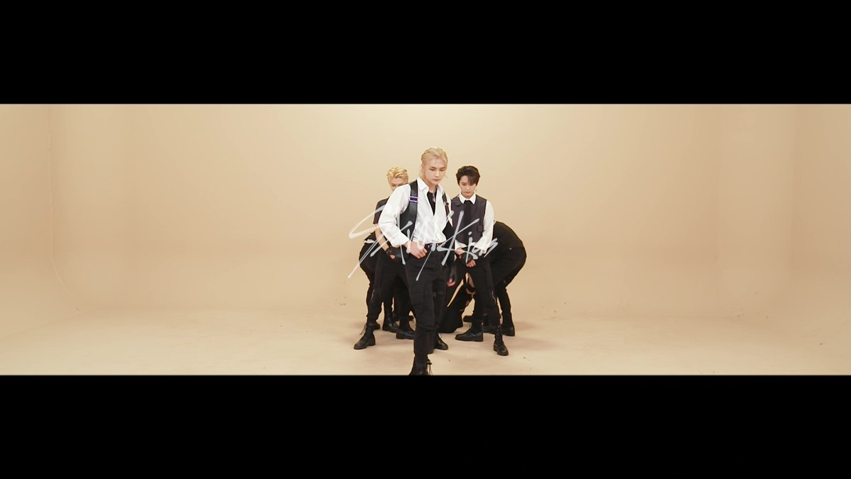 JAPAN 1st Mini Album 『ALL IN』  Stray Kids ALL IN Dance Practice Video  youtu.be/mKkDLznkwB4  #StrayKids #スキズ #スキズにALLIN  #STOPの検索結果がありません