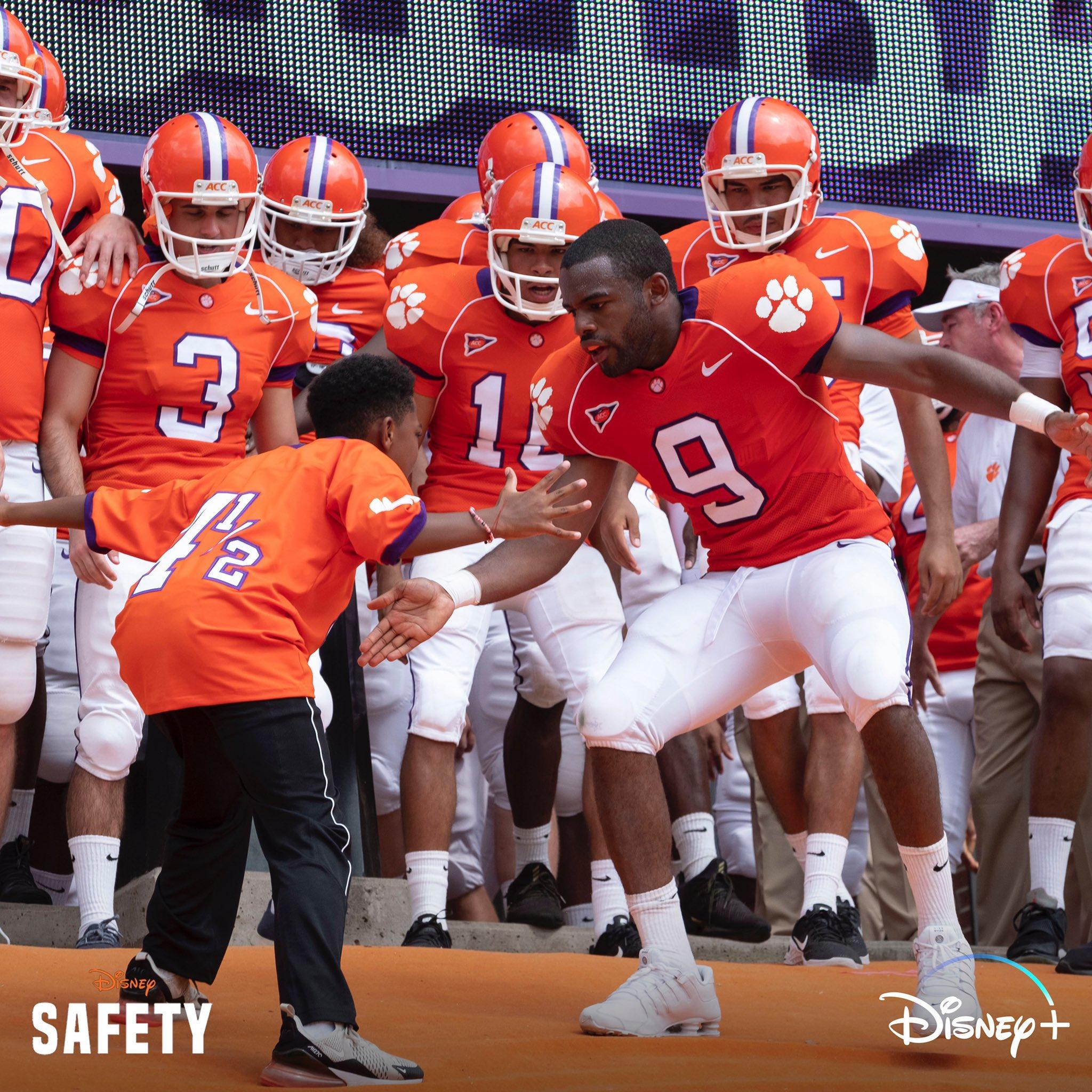 Safety [Disney - 2020] Emk5B3nXUAA_HJN?format=jpg&name=large