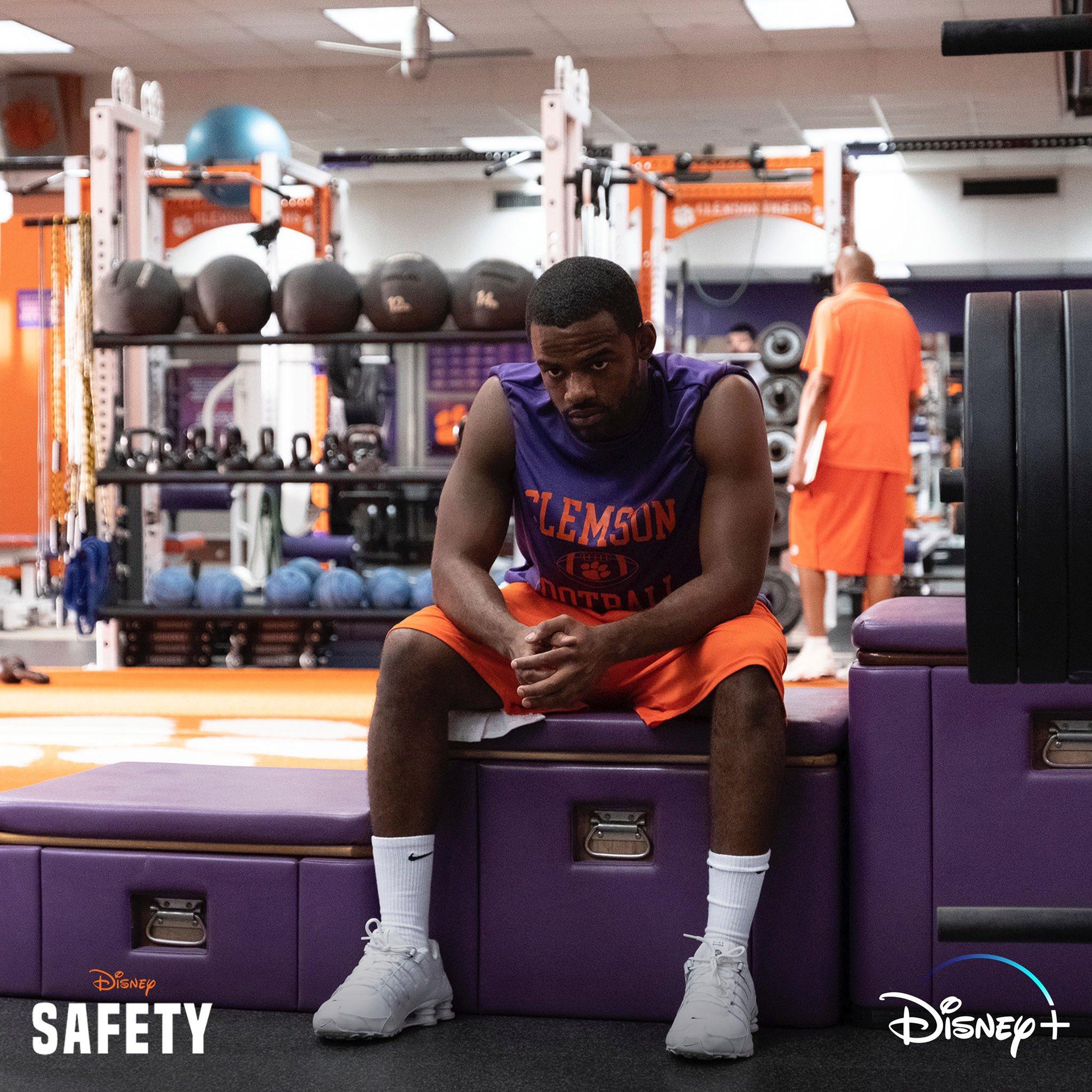 Safety [Disney - 2020] Emk5CEgXYAIIfOm?format=jpg&name=large