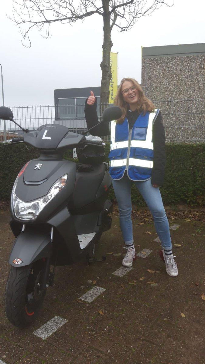test Twitter Media - Isa Labeur van harte gefeliciteerd met het in 1x behalen van je #scooter #rijbewijs #AM2 Keurig gedaan! Veel veilige en fijne kilometers gewenst. https://t.co/2VR8P50l7S