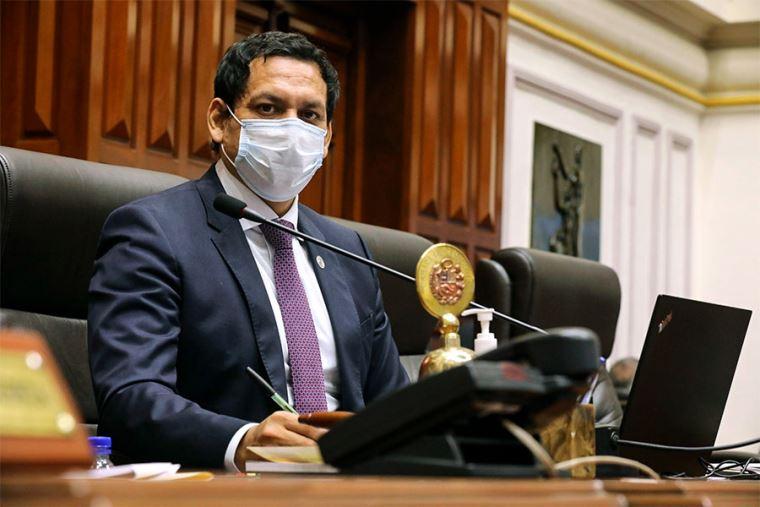 """Diario El Peruano's tweet - """"El presidente encargado del Congreso, Luis  Valdez, anuncia trabajo y una agenda conjunta con el Poder Ejecutivo. """" -  Trendsmap"""