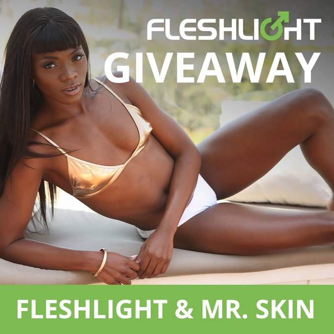 Giveaway Time 🥳  @Fleslight & https://t.co/eTVSZNqMAe are giving you a chance to win my Fleshlight, a