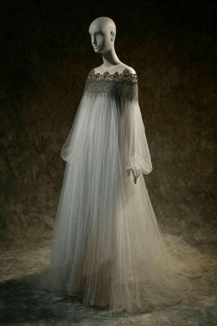 léa fantasy gown