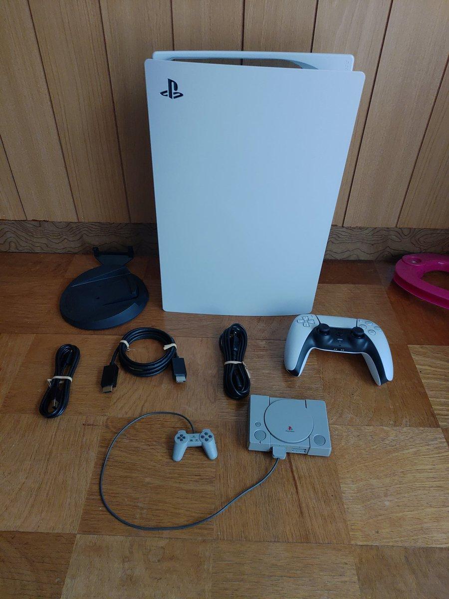 PS1との圧倒的なサイズの差……!