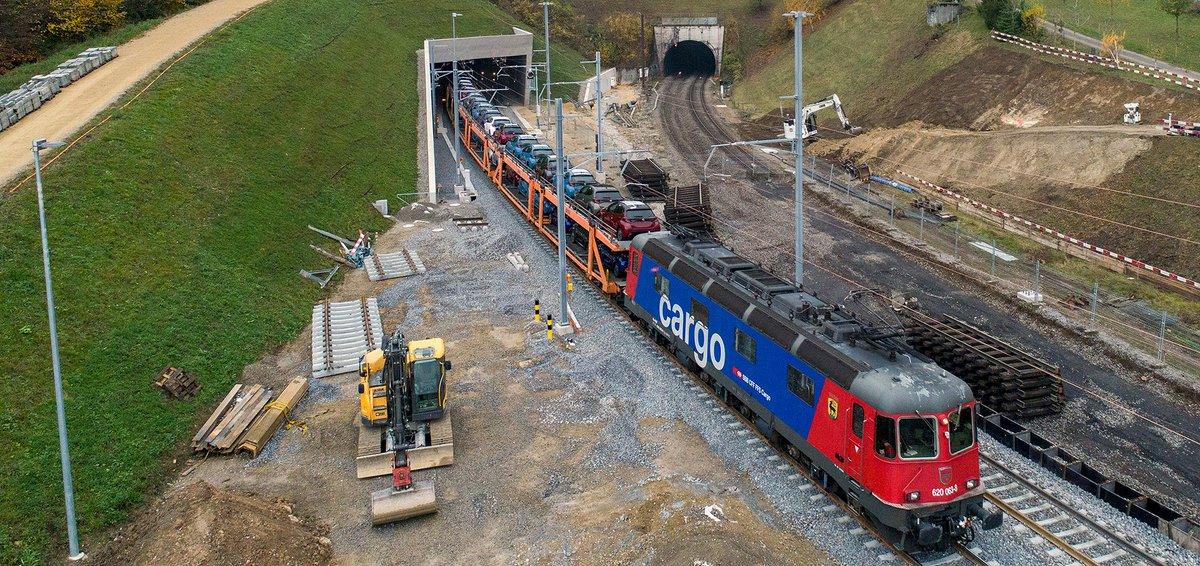 Bözbergtunnel: Der rund 7 Kilometer lange Doppelspurtunnel ist das Herzstück des 4-Meter-Korridors auf der Gotthard-Achse. https://t.co/rSW78RJRWM /Im https://t.co/06kxAEK5Di