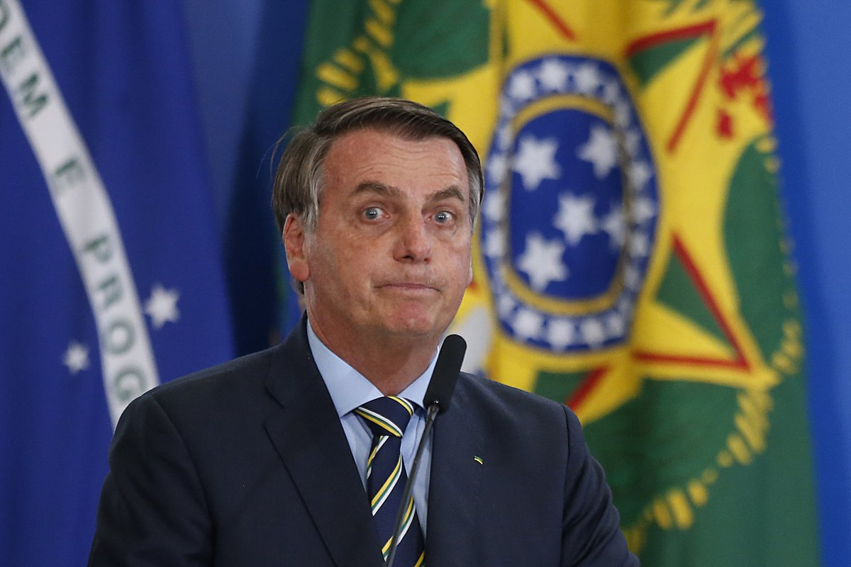 "Estadão в Twitter: ""William Waack: 'Autoridade de Bolsonaro está sendo  diluída por ele mesmo ao cair no ridículo' https://t.co/1jA953fn3j…  https://t.co/y7tZsJj01w"""